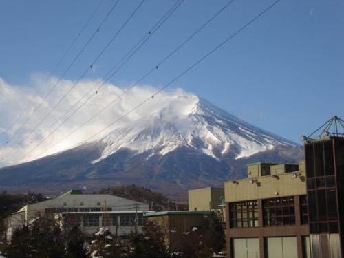 河口湖周辺 温泉宿 強い風に富士の雪も!!