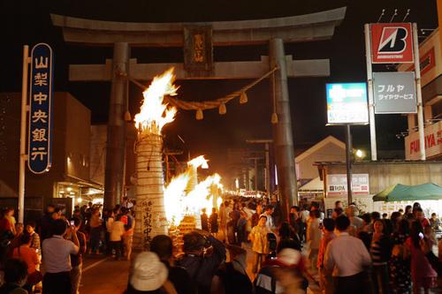 8月26日(日)「吉田の火祭り」送迎バスと交通規制のご案内