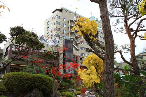 庭園の紅葉情報No.24 富士山温泉ホテル鐘山苑
