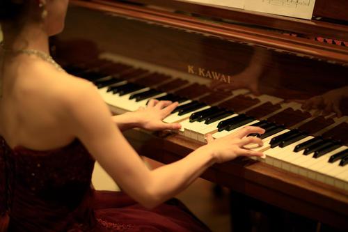 ナイトバーラウンジ/ピアノライブ21:10~夜の庭園と素敵な音楽を愉しむひと時