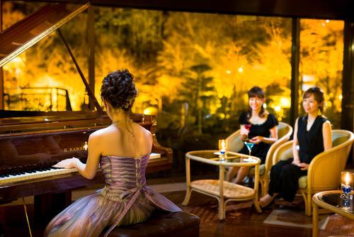 ナイトバーラウンジ/ピアノライブ情報(毎夜21:10~)素敵な時間を贈ります